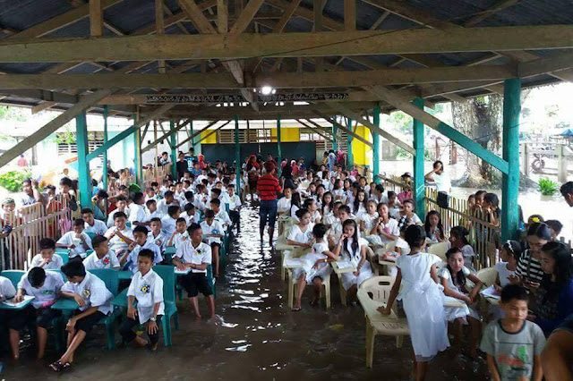 Resilient Students of Lamitan City Pushed Through With Their Graduation Despite Having A Flooded Venue!