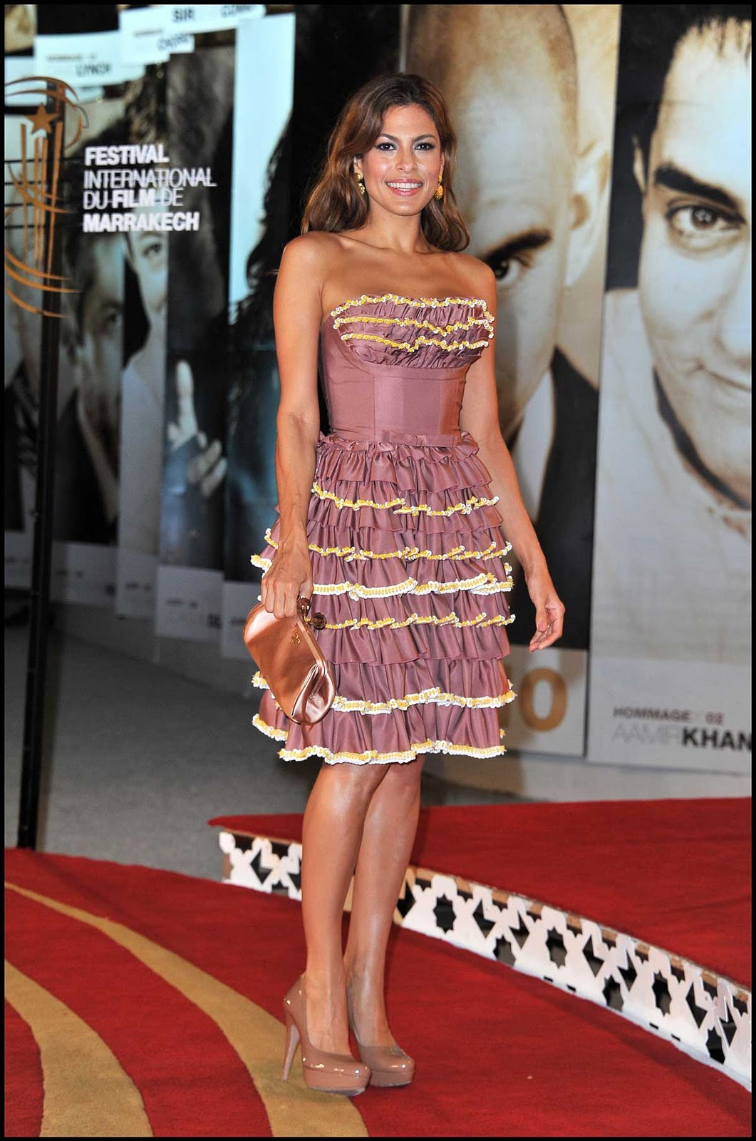 Eva Mendes Spreads Some Latina Hotness In A Gorgeous Dress