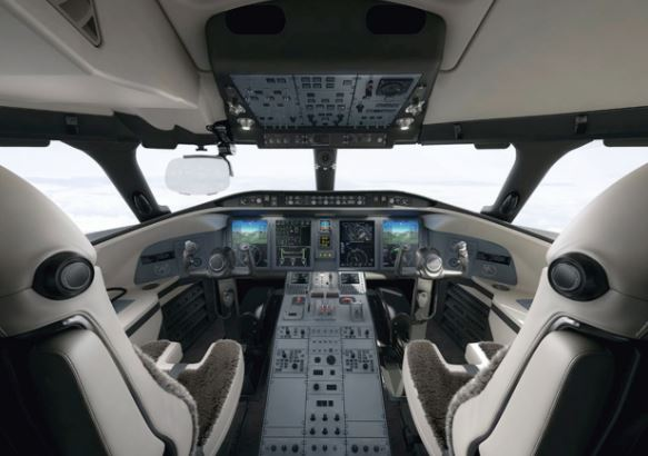 Bombardier Challenger 650 cockpit