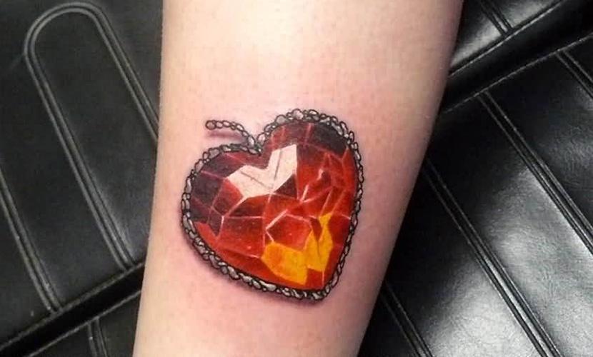 tatuaje de corazón de ambar