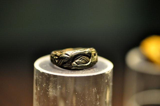 pierścień z wczesnośredniowiecznego grodu w Grzybowie