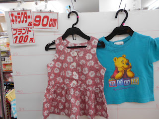 100円子供服90㎝のプーさんTシャツと花柄ワンピース