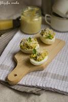 (Jajka faszerowane pieczarkami