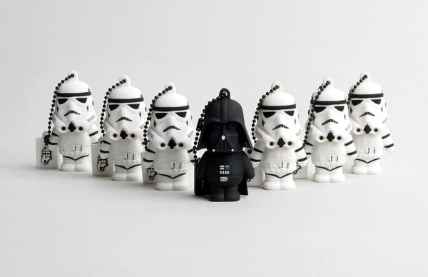 Homenaje a Star wars con memoria flash o usb- Darth Vader y storm troopers