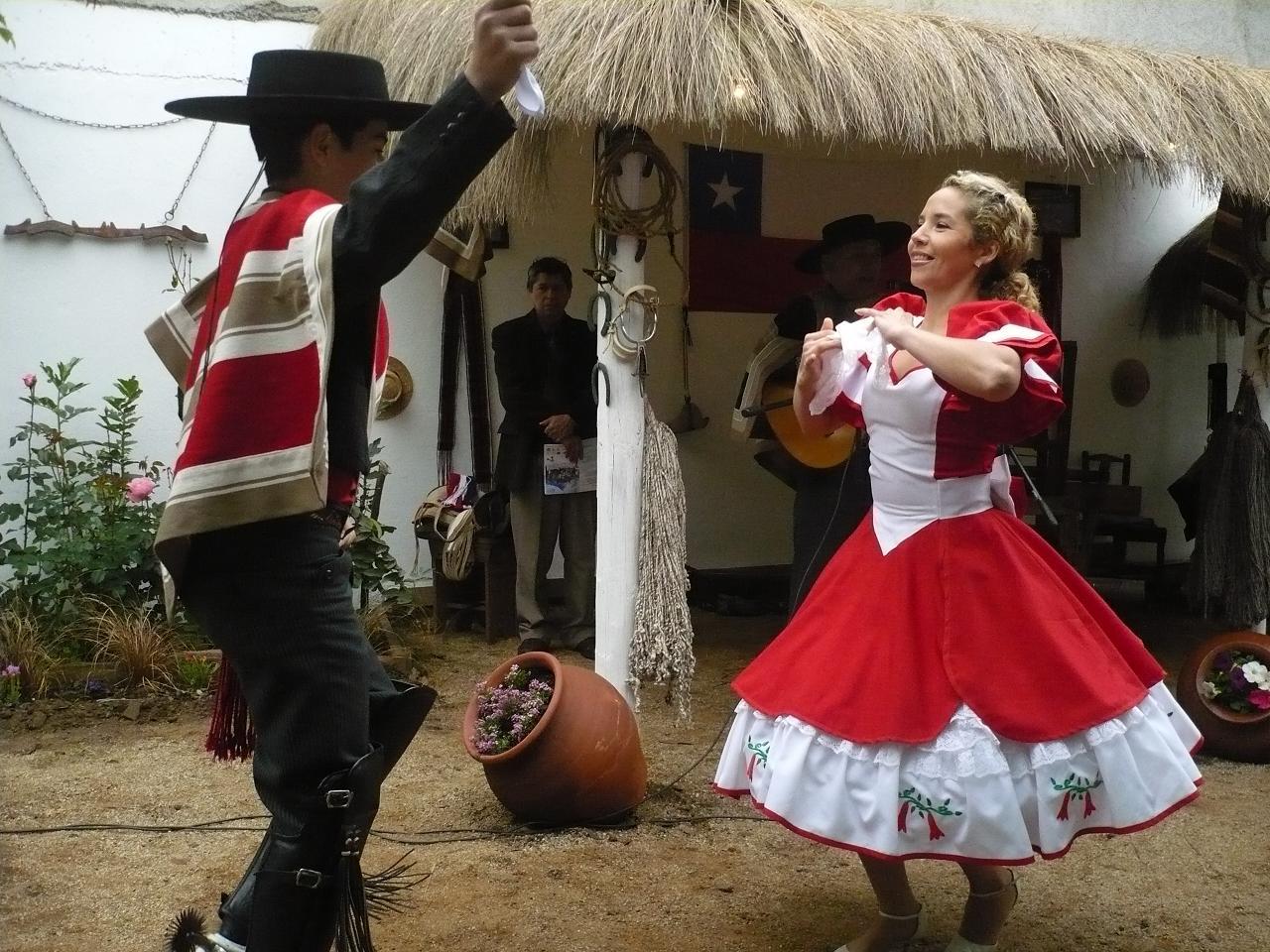 Latina bailando sobre la cama - 3 part 9