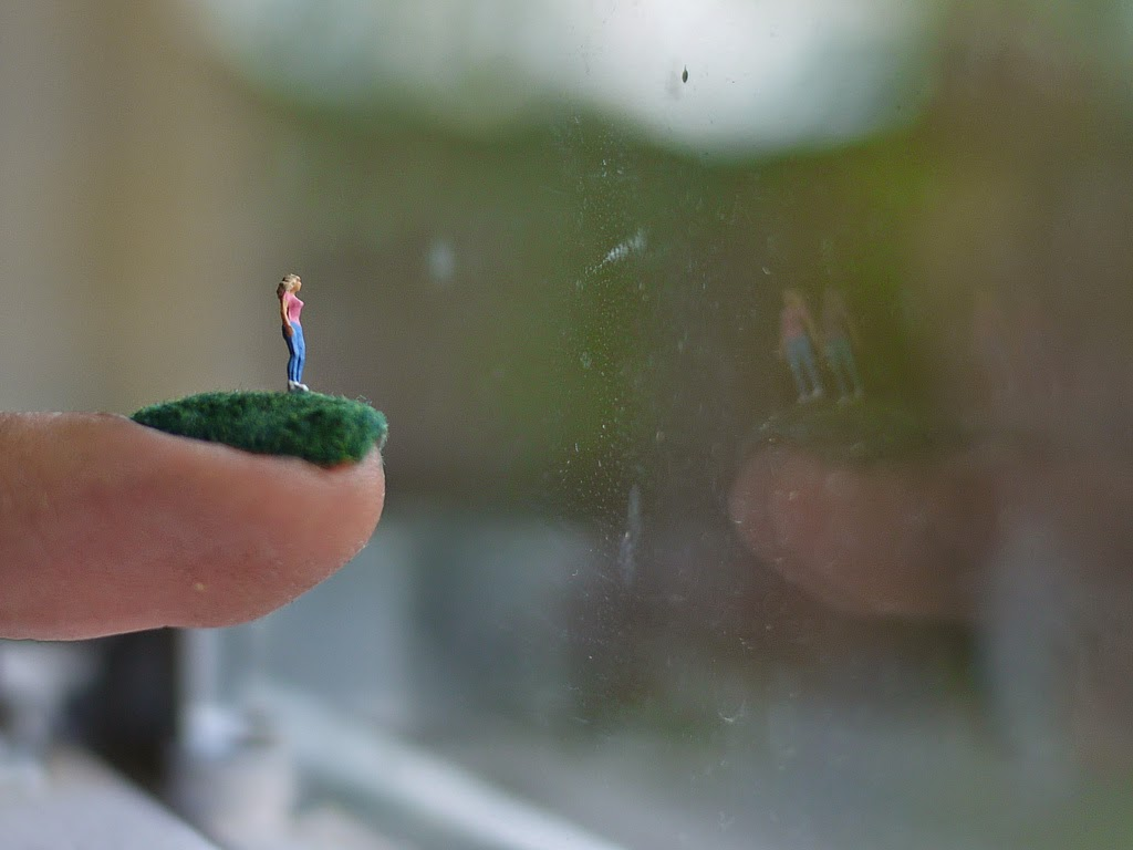 decoración de uñas mujer en miniatura