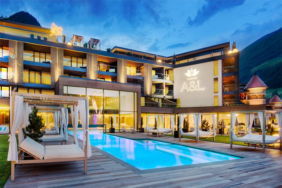 Urlaub im Wellnesshotel Alpenschlössl - Ahrntal Südtirol - Außenpool