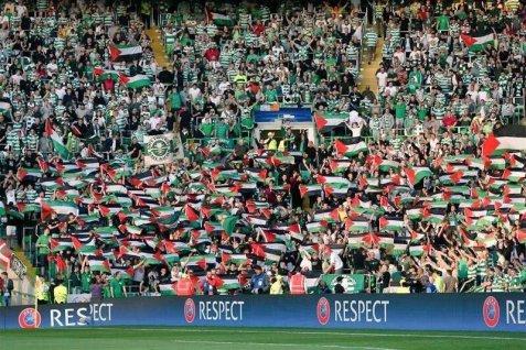 Die Schottischen Fussballfans Haben Demonstrativ Ihre Solidarität Mit Den  Palästinensern Gezeigt Und Liessen Sich Nicht Durch Drohungen Einschüchtern.