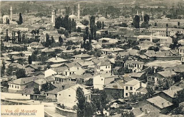 Панорама на Битола од Смилевски Баир. Разгледница издадена некаде помеѓу 1907 - 1912 година.