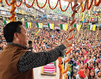 Bimal Gurung addresses the meeting in Darjeeling