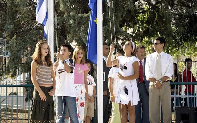 Τέλος η έπαρση σημαίας και ο εθνικός ύμνος στα σχολεία
