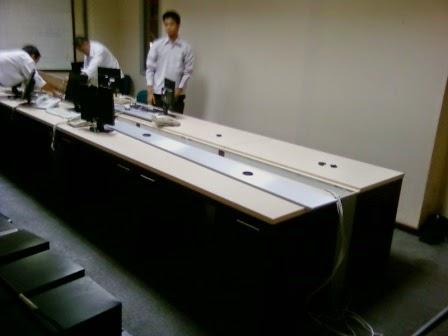 meja kantor dengan jalur LAN - Semarang