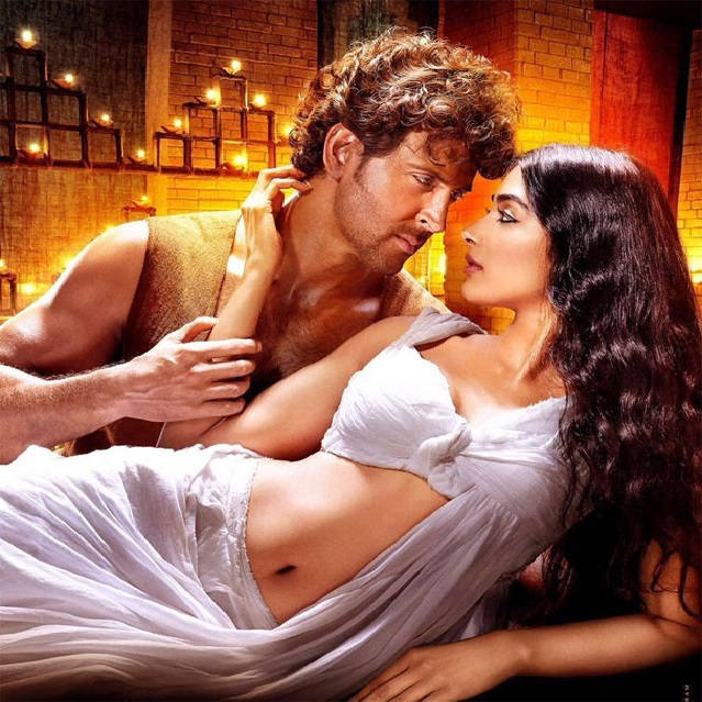 Hrithik Pooja 2teaere imaeg - Most sexiest Photos of Pooja Hedge-Bikini Show Hot Navel & Boob cleavage exposing Images of Mohenjo-daro actress Will raise your Temperature