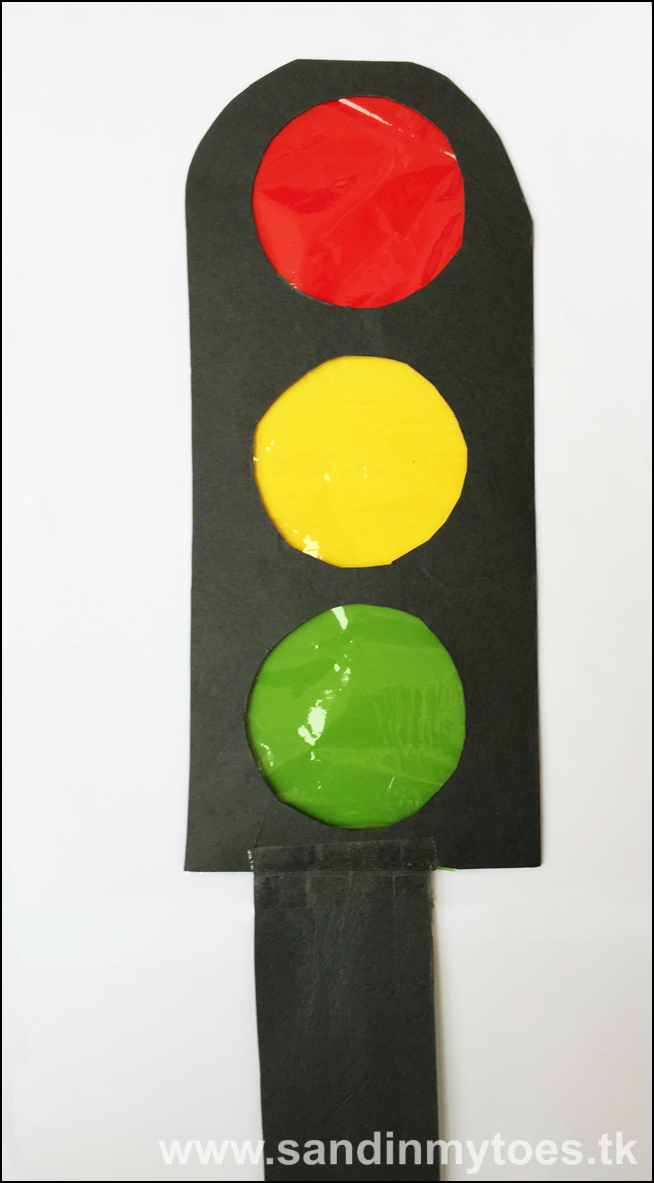 Our traffic light looks great! As I mentioned above you can use a flashlight to shine through the cellophane and make the lights work. & Busy Hands: Traffic Light Craft | Sand In My Toes azcodes.com