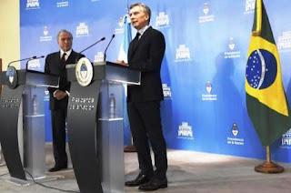 El presidente argentino pidió 'flexibilizar' los controles aduaneros porque las cifras del intercambio comercial entre ambos países vienen cayendo.