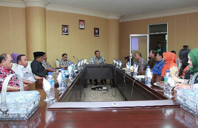 Bupati Depri Pontoh didampingi Wabup Suriansyah Korompot menerima Tim LSS Tingkat Nasional