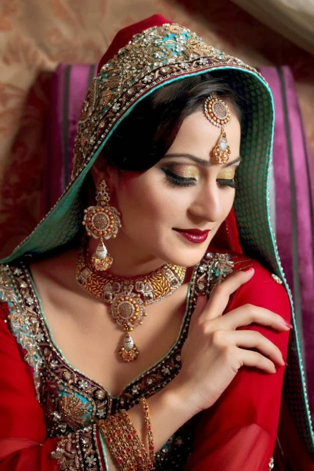 New Fashion Styles: Latest Pakistani Bridal Makeup 2013