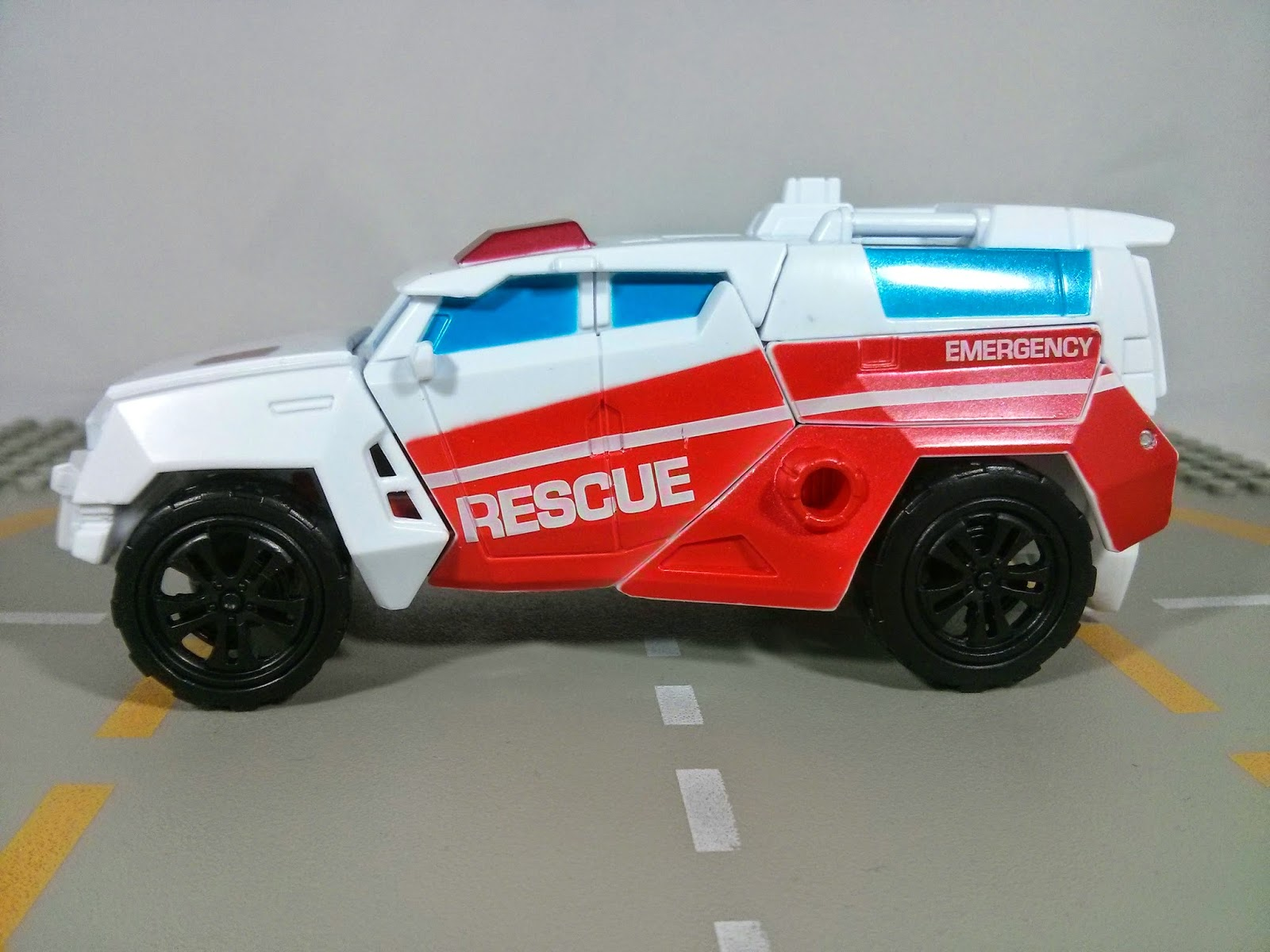 combiner wars first aid side