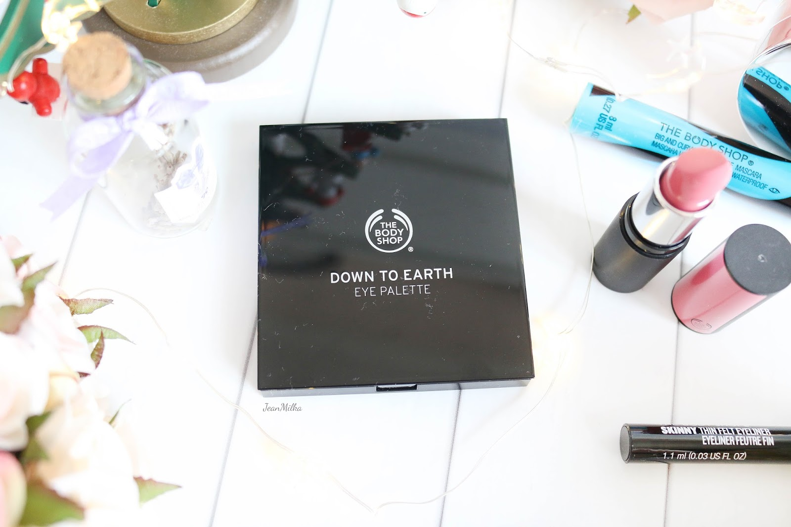 the body shop, body shop, body shop indonesia, the body shop indonesia, makeup natal, makeup, the body shop makeup, makeup collection, christmas makeup, the body shop makeup review, eye makeup, eyeshadow, the body shop down to earth eye palette, eye palette, eyeshadow palette
