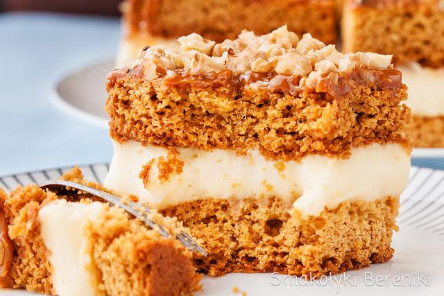 Ciasto z masą krówkową i orzechami