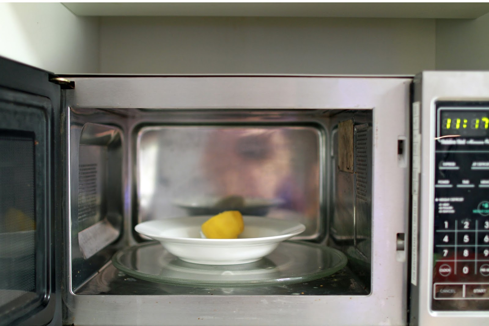 cleaning the microwave the easy way