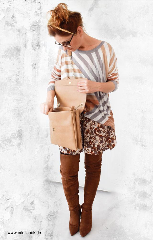 Beige Damenhandtasche von Mango, braune Overknees von Deichmann