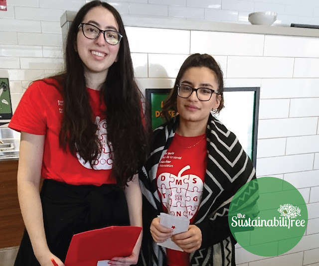 Two volunteers for the uOttawa Love Food Not Waste program in the dining hall