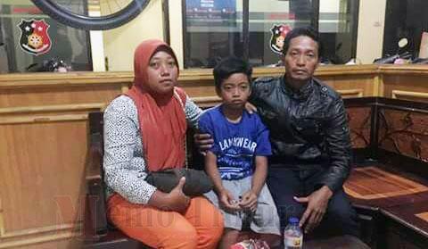 Pelaku saat dirawat di RS Bhayangkara dan foto M. Saiyem bersama orang tuanya
