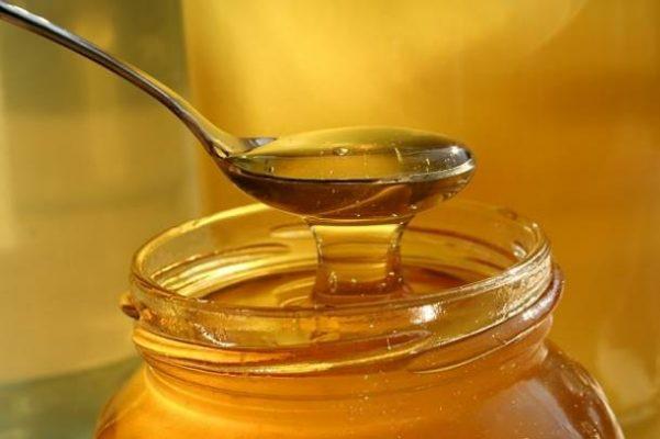 Le miel guérit également les boutons sous la peau