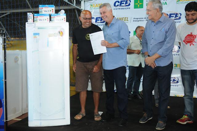 CEB substitui geladeiras em São Sebastião