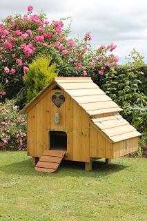 Flyte so Fancy Timber Hen Housing