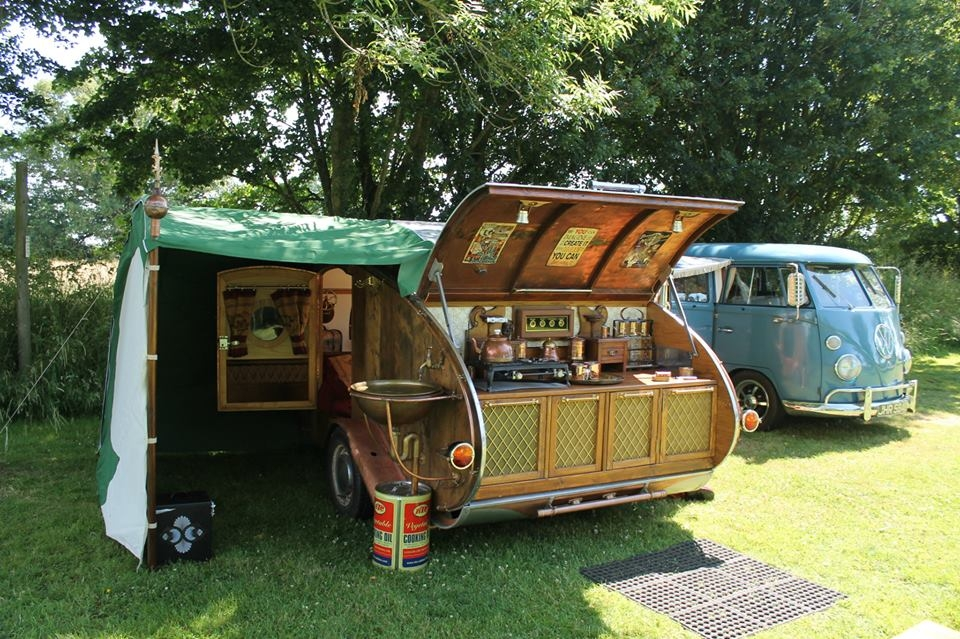 17-Dave-Moult-Tiny-Steampunk-Architecture-with-the-Teardrop-Trailer-www-designstack-co