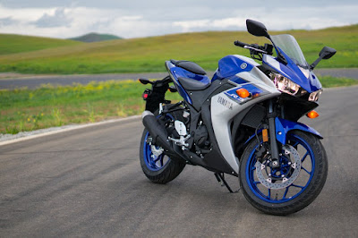 2016 Yamaha YZF-R3 right side front view