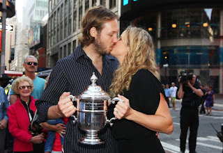 Kim Clijsters And Her Husband Brian Lynch Kissing Passionatly At Times Square
