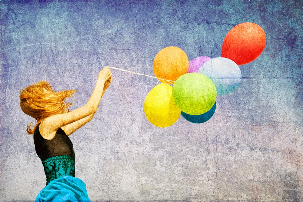 Foto ilustrativa, menina e balão