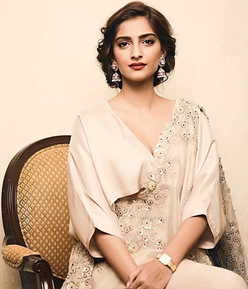 Broad Deep V Neck Style Blouse, Broad Deep V Neck Style Blouse Design, Broad Deep V Neck Style Blouse Designs, Broad Deep V Neck Style Designer Blouse , Sonam Kapoor Blouse Designs , Sonam Kapoor Designer Blouse