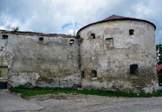 Жолква. Доминиканский монастырь. Древние стены и сторожевая башня