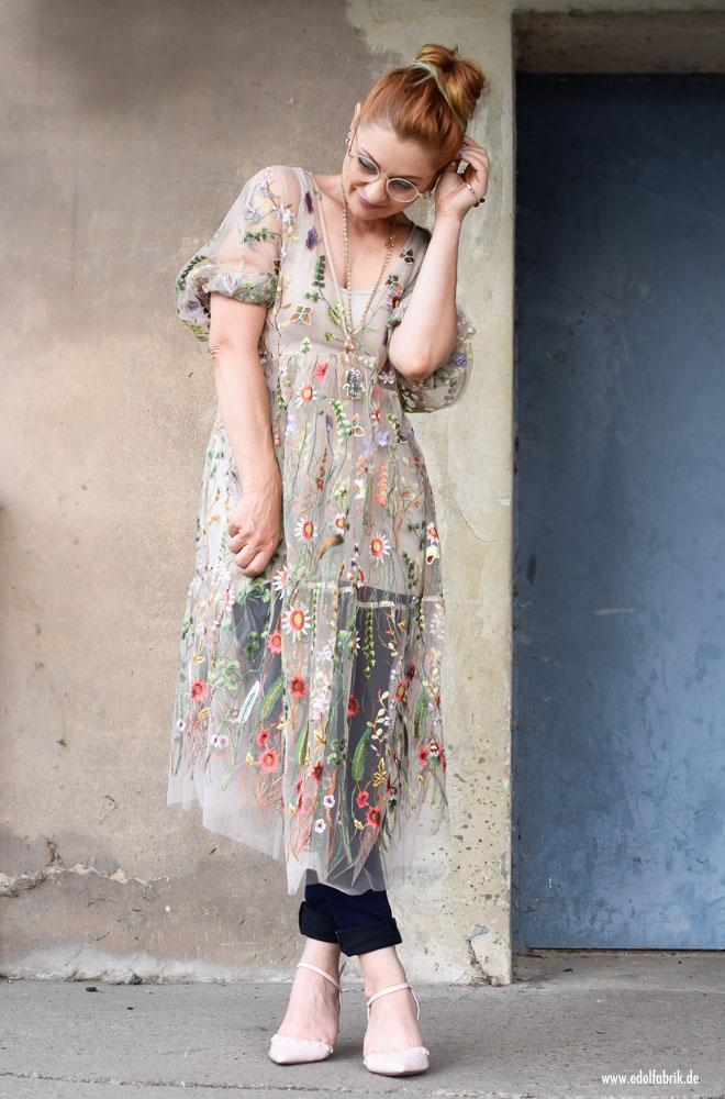 Besticktes Blumenkleid von H&M