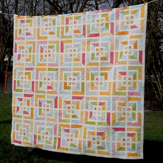Noteworthy Labyrinth Quilt Free Tutorial designed by Karin Vail from Cascade Quilts for Modabakeshop