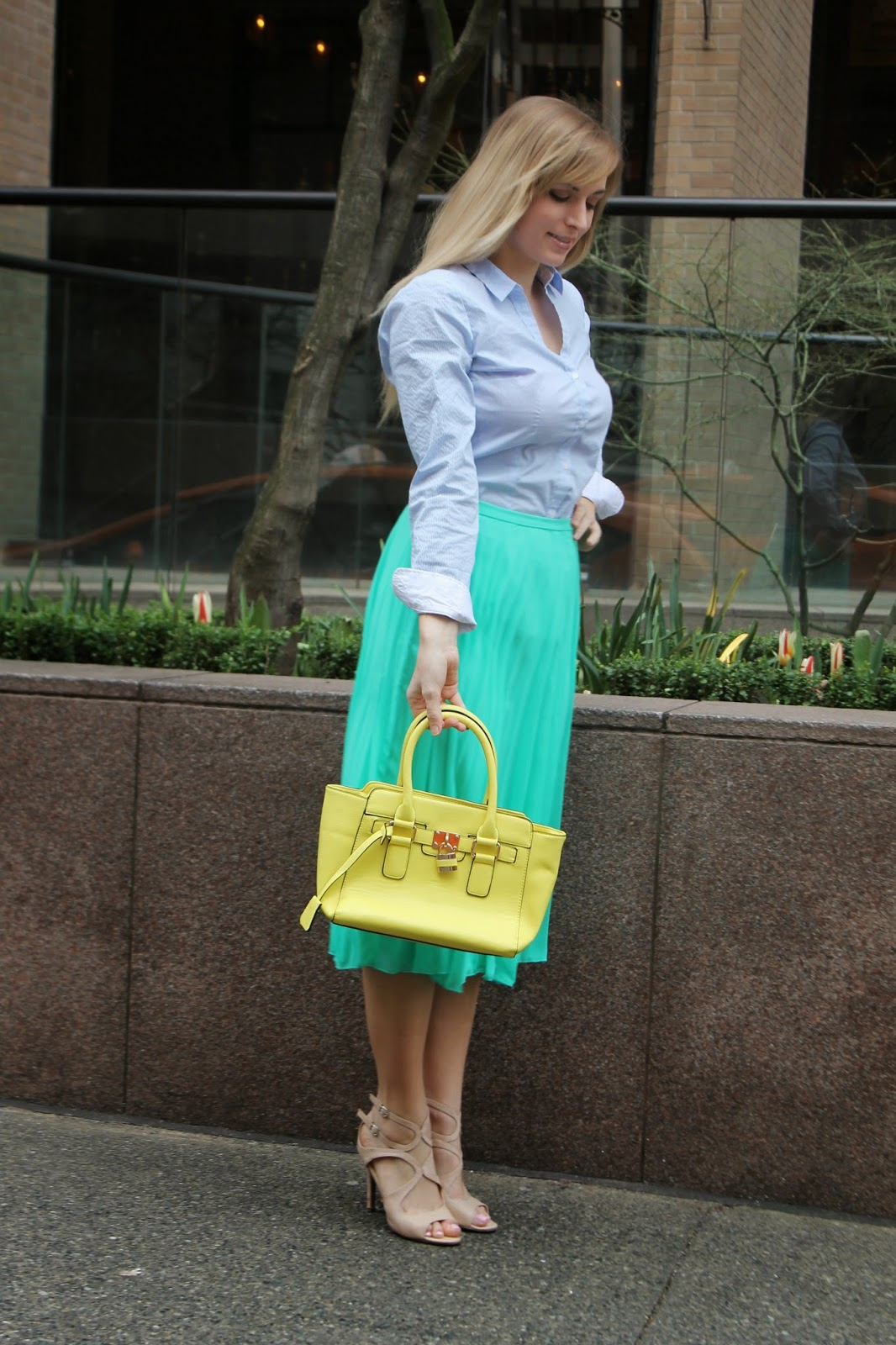 neon-yellow-what-to-wear