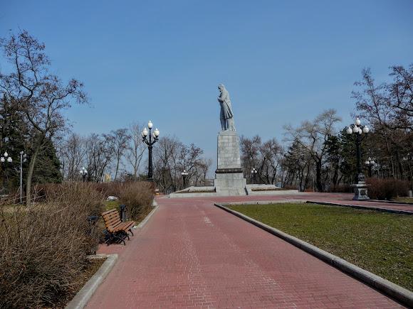 Дніпро. Монастирський острів. Пам'ятник Т. Г. Шевченку