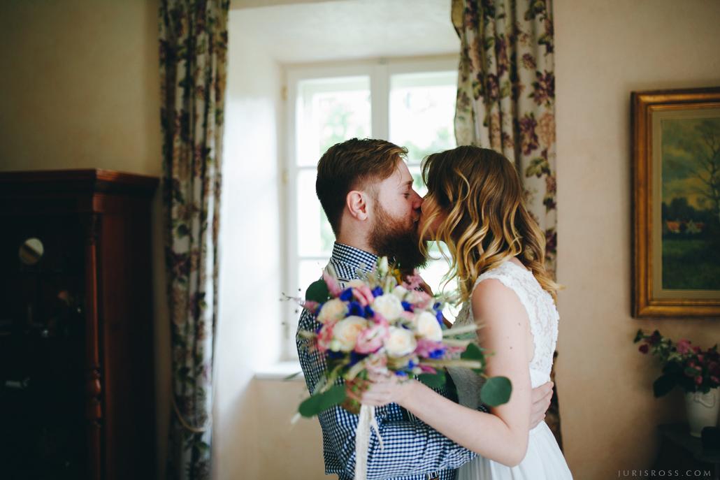 pirmais skūpsts kāzu dienā skaistākā vidzemes Liepupes muiža