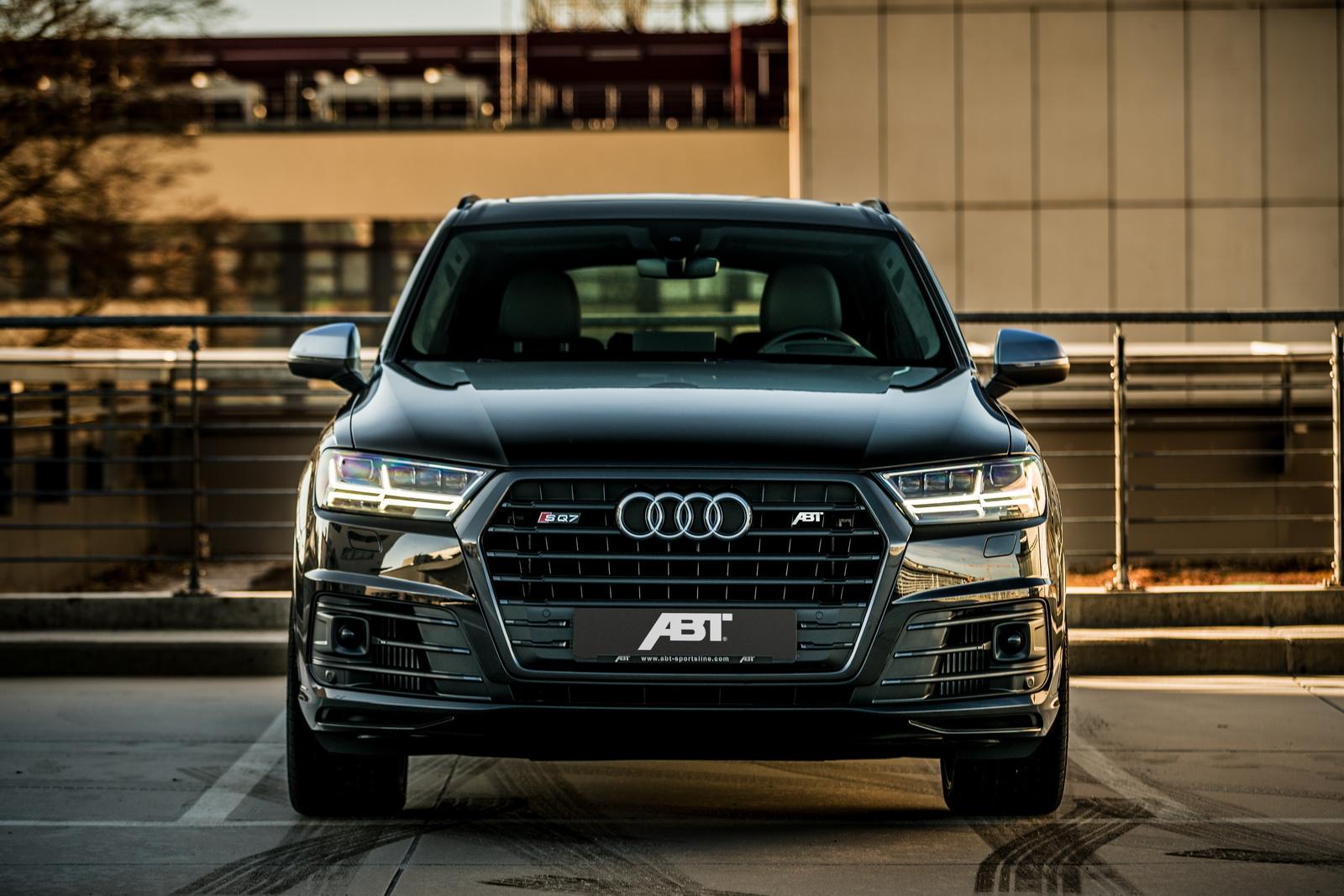 abt injects audi sq7 with 520hp and 715lb ft of torque. Black Bedroom Furniture Sets. Home Design Ideas