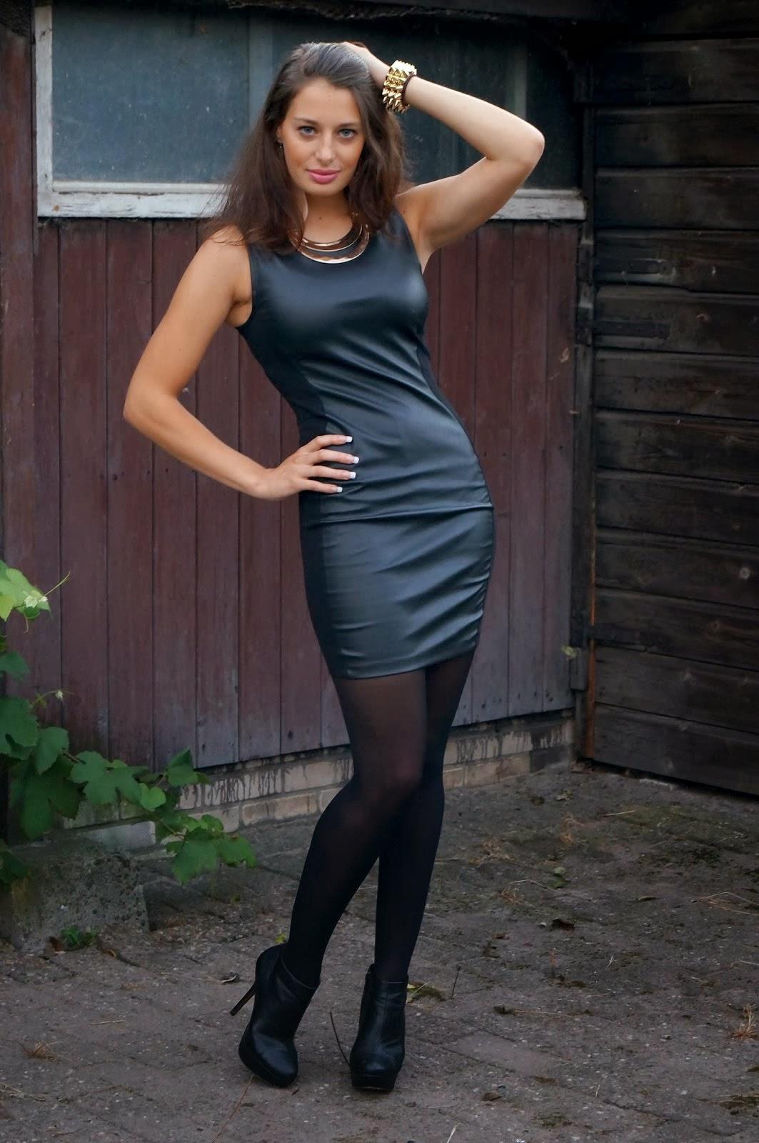 Fabulous Dressed Blogger Woman Mix 10