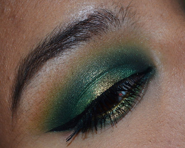 Green smokey eyes, Halo makeup with Jordana #17 Brown Matte Lipstick