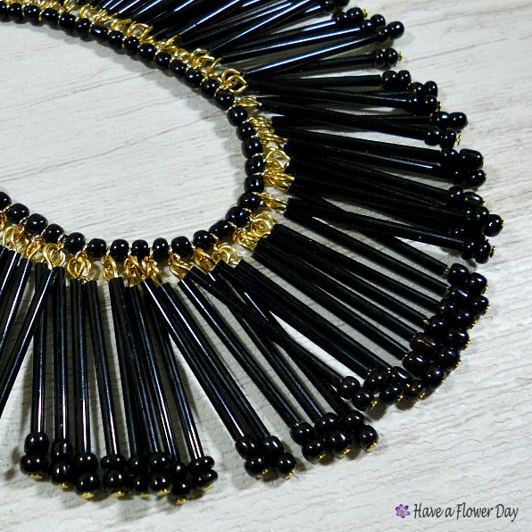 HARA. Collar con flecos de cristal · Crystal fringed necklace