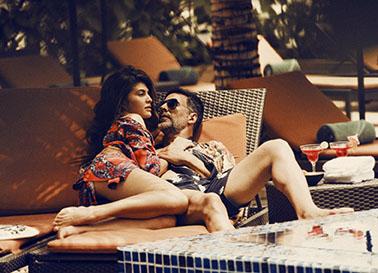 Akshay Kumar in Swimshorts, Jacqueline Fernandez in bikini