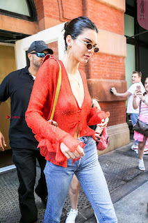 Kendall-Jenner-Braless-985+%7E+SexyCelebs.in+Exclusive+Celebrities+Picture+Galleries.jpg