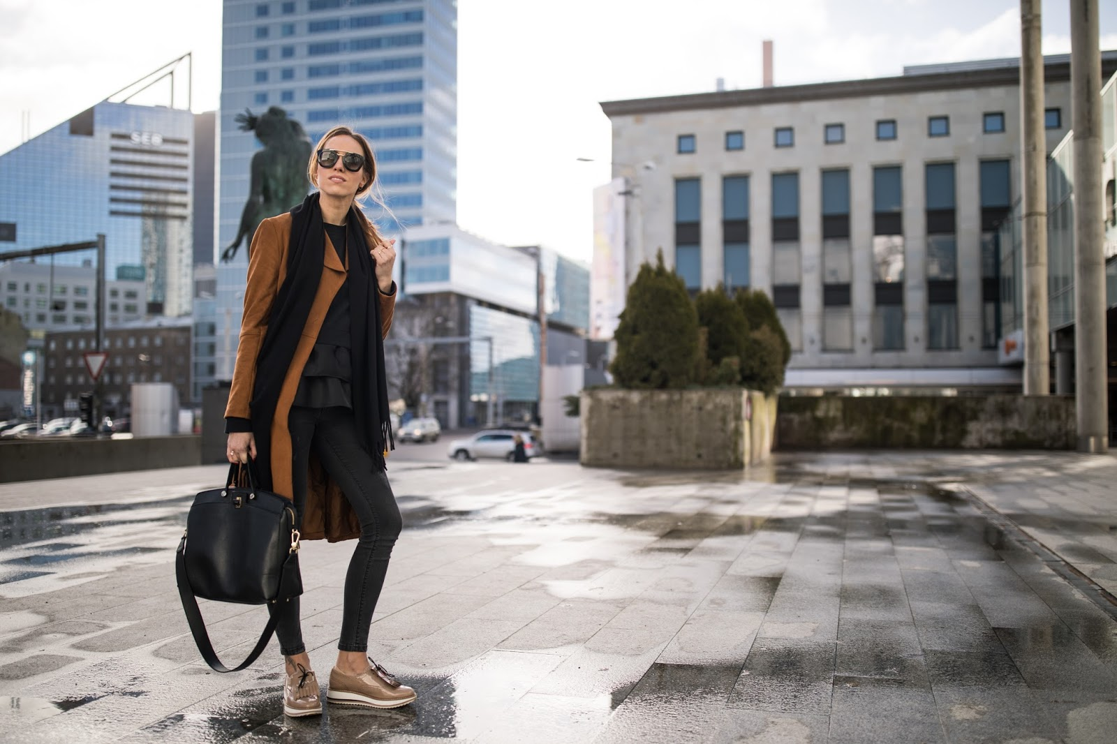 black skinny jeans brown coat outfit