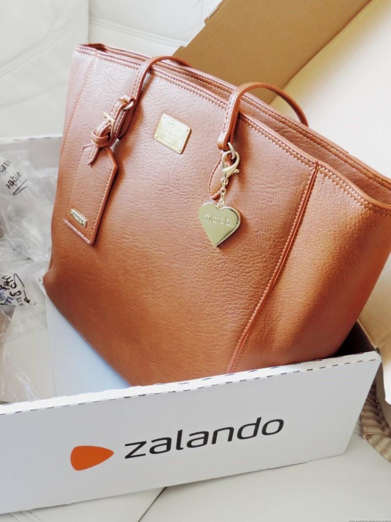5d02d5a89e707 Nella Shopper bag in un colore naturale di pelle metterete tutto cio  di  cui avete bisogno quando siete fuori